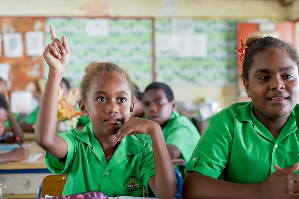 Le financement de l'éducation s'est amélioré : le volume du financement national de l'éducation a augmenté de 5,8 milliards de dollars entre 2015 et 2019 (données pour 61 pays partenaires). Le GPE a également levé 4 milliards de dollars auprès des donateurs pour la période 2021-2025 dans le cadre de sa campagne de financement en cours. Toutefois, pour atteindre l'ODD 4, les dépenses d'éducation devront augmenter et les budgets nationaux alloués à l'éducation devront être protégés de l'impact de la pandémie.