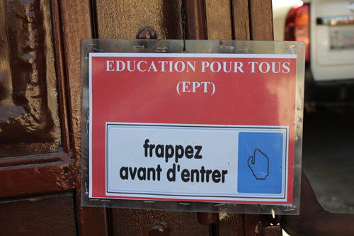 A sign outside of EPT meeting in Petionville, Haiti (c) Chantal Rigaud/GPE
