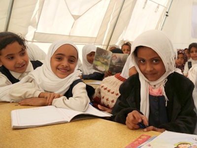 Internally displaced children attend a class in a tent school provided by UNICEF in Ibb, Yemen, Sunday 10 January 2016. CREDIT: © UNICEF/UN050306/Madhok