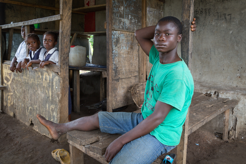 Johnson Sanyon with his 3 sisters. Billy Town, Liberia. July 2016. Credit: GPE/Kelley Lynch
