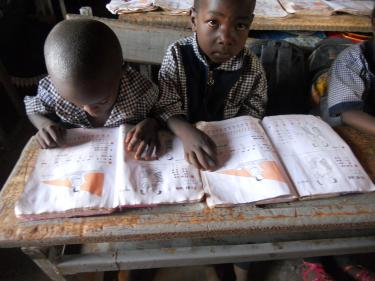Students reading in their textbooks in Burkina Faso. Credit: GPE