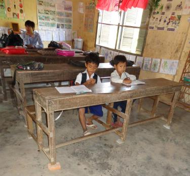 Students wait for class to start in rural Cambodia, GPE/Deepa Srikantaiah