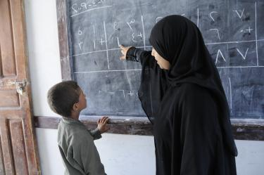 A teacher works with a hearing impaired student in Yemen. Credit: World Bank