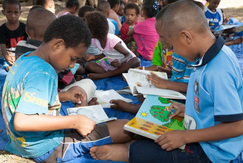 Children at Buk bilong Pikinini (books for children). Port Moresby, Papua New Guinea. Credit: AusAID/Ness Kerton