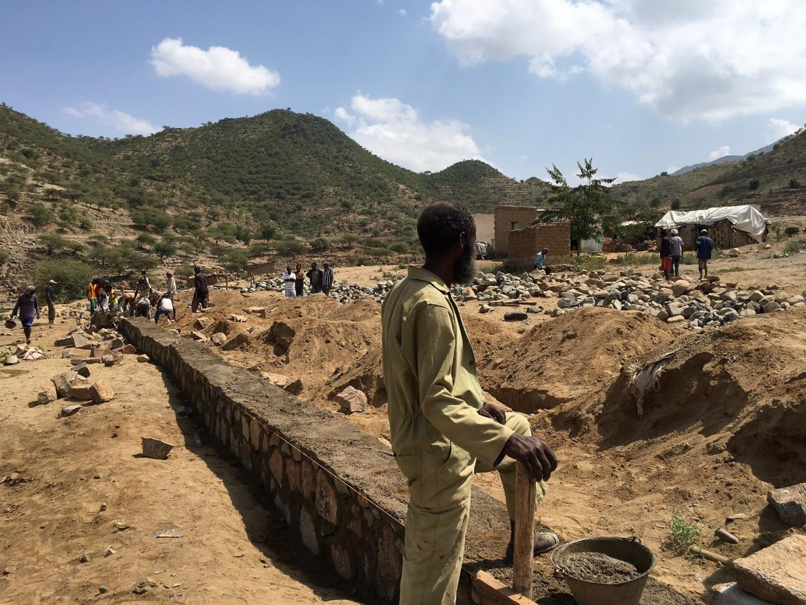 Thanks to the support of a GPE grant, communities in several districts in Eritrea are participating in school construction to build newer classrooms. Credit: GPE/Fazle Rabbani