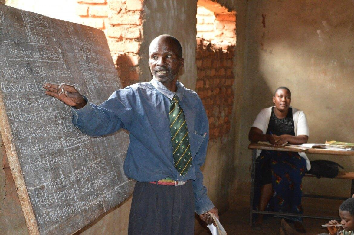 Teacher Geoffrey Machiza teaches standard 5B at Muzu primary school in Malawi. CREDIT: GPE/Govati Nyirenda A