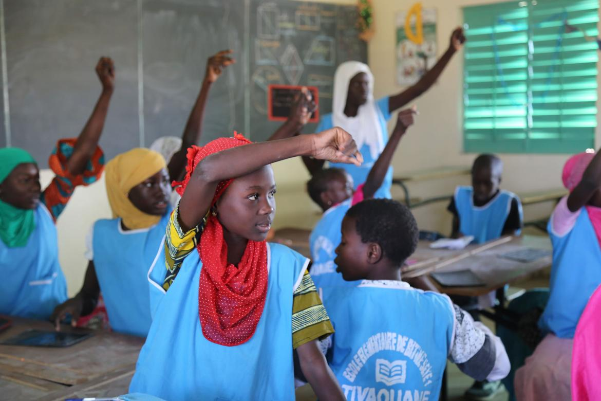 Children raise their hands to answer the teacher's question at Bitiw Seye 1 Primary School in Tivaouane, Senegal. Credit: GPE/Chantal Rigaud
