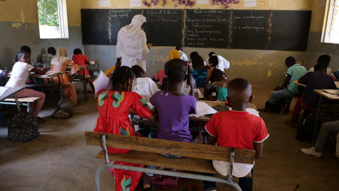 A teacher and her students in class at the Amadou Diagne Woré Elementary School, Dakar. Credit: GPE/ Carine Durand