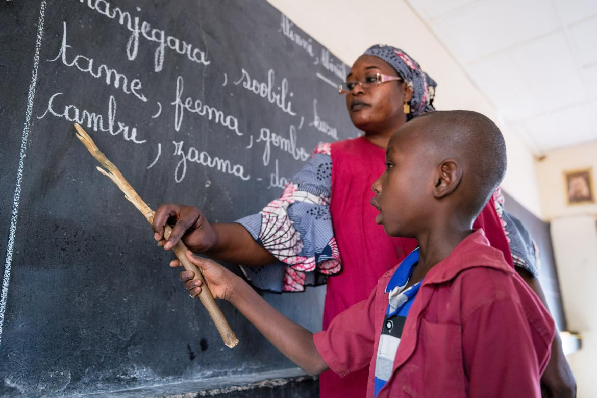 A teacher helps her student at the blackboard. Niger. Credit: GPE/Kelley Lynch
