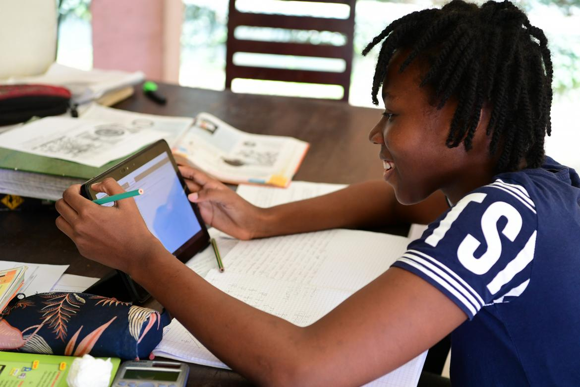 A girl is studying at home, in Abidjan, in the South of Côte d'Ivoire.