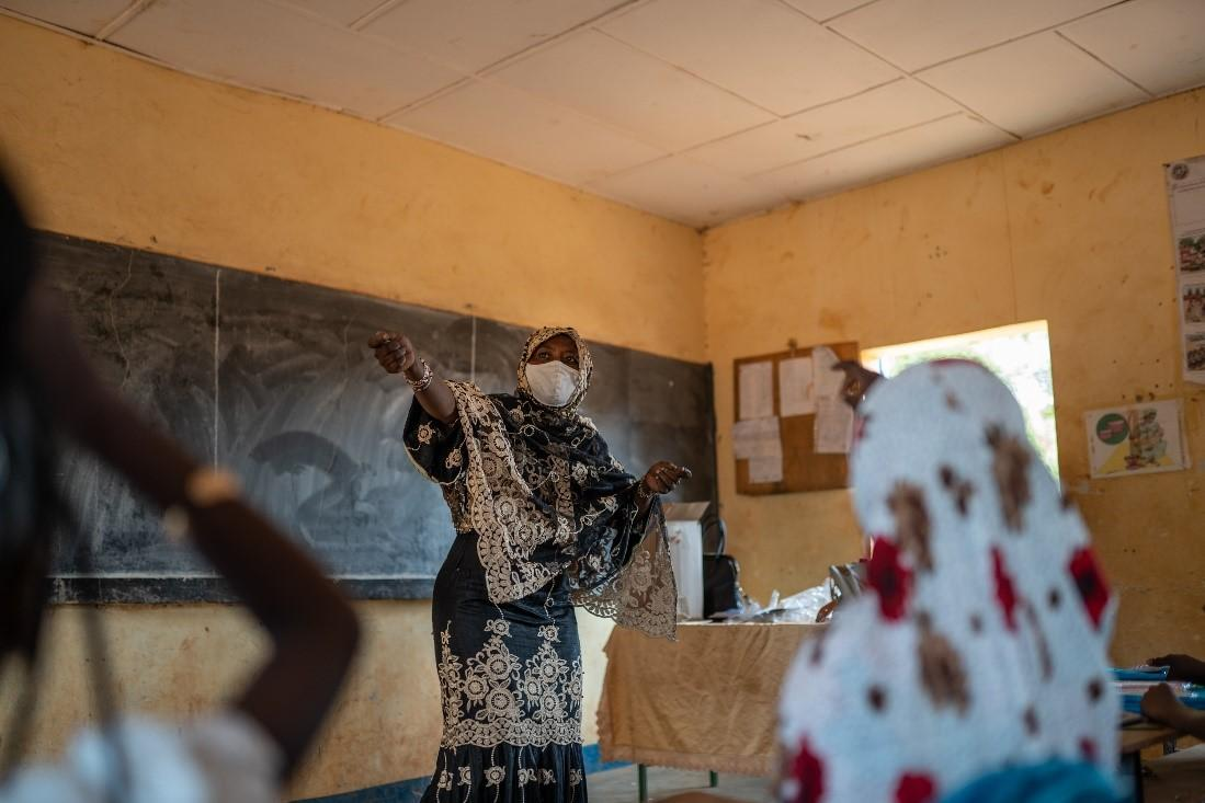 A teacher with her students in their classroom in a school in Niger. Credit: UNICEF/Niger