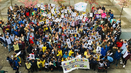 Spanish youth standing up for education and the environment. Credit: Campaña Mundial a la Educación (CME) España