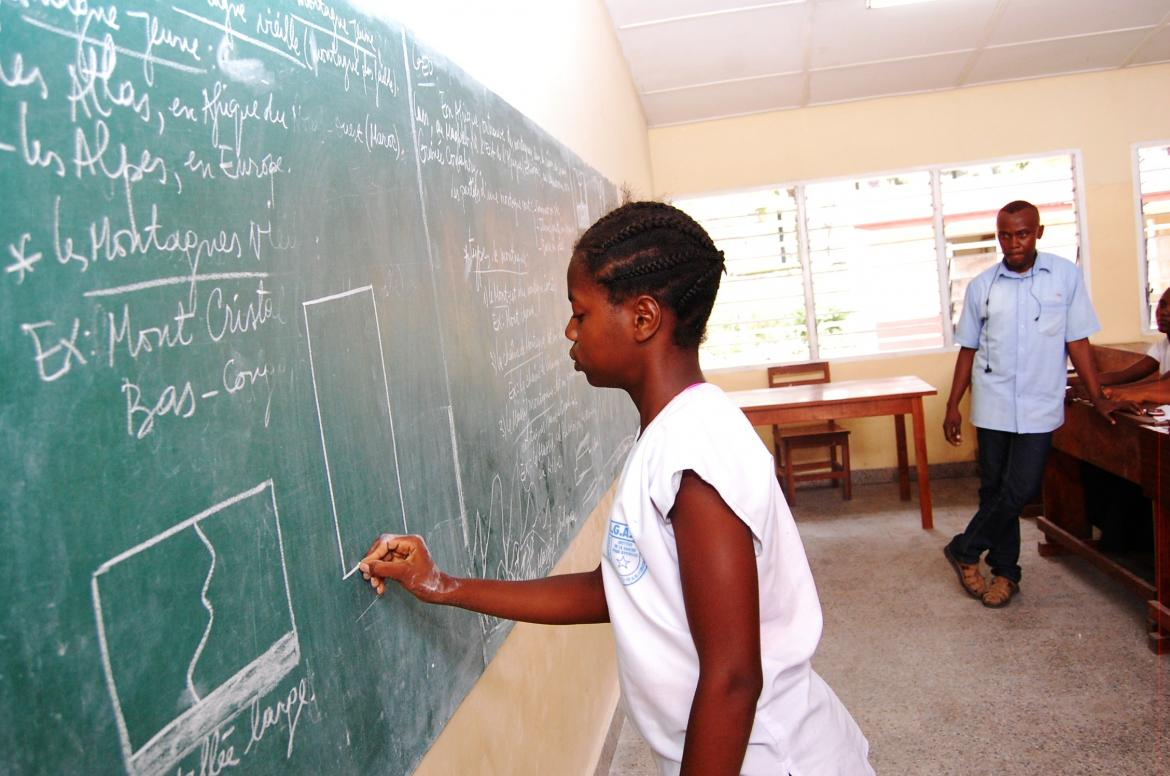 A student in lower secondary school open to blind students. DRC. Credit: GPE/Guy Nzazi