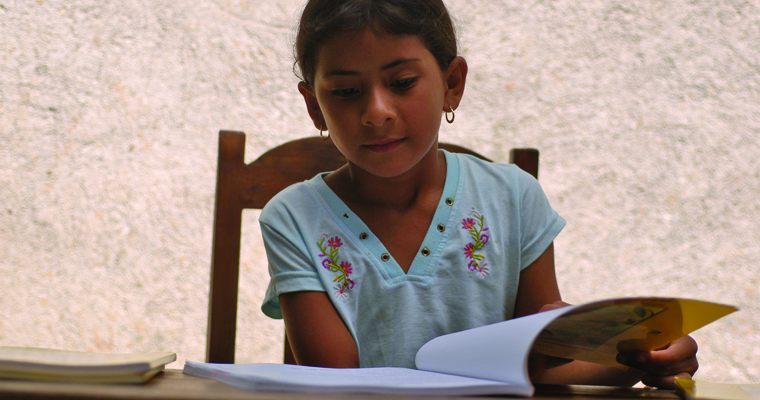A school girl reads a book in Honduras. Credit: GPE/Paul Martinez