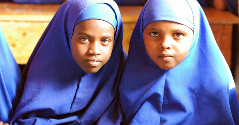 Two girls attend school in Somalia. Credit: UNICEF/Hana Yoshimoto