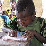 In Mali, a boy in primary school learns to read. © GPE/Michelle Mesen