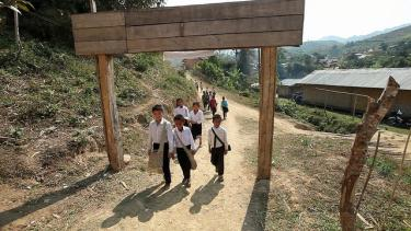 Children on their way to school in Lao PDR. Credit: GPE/Stephan Bachenheimer