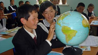 At the geography class in Ashimov school of Tuyp region. Photo: World Bank/Aigul Eshtaeva