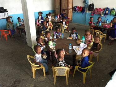 Young children gather to have breakfast at the Nkazi school in Moroni, Comoros. Credit: GPE/Aminata Maiga-Touré